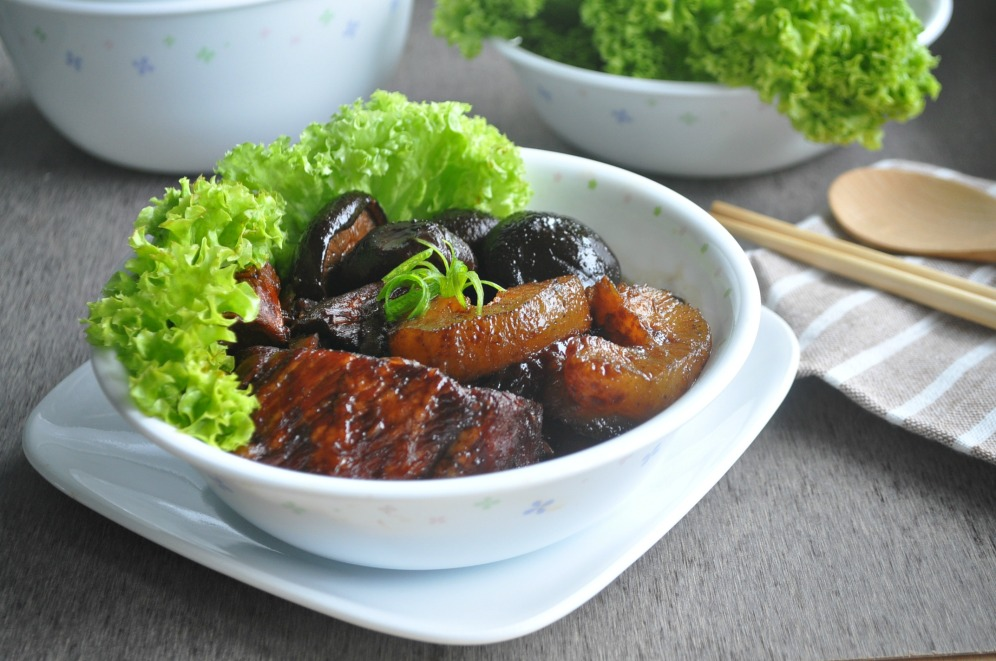 Pork Trotters with sea cucumber